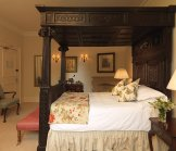A Country Retreat at The Manor on Weston-On-The-Green